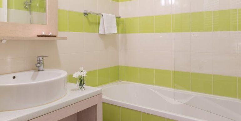 salle-de-bain-residence-le-domaine-du-bois-de-la-gree-pornichet-OHL_80392_43