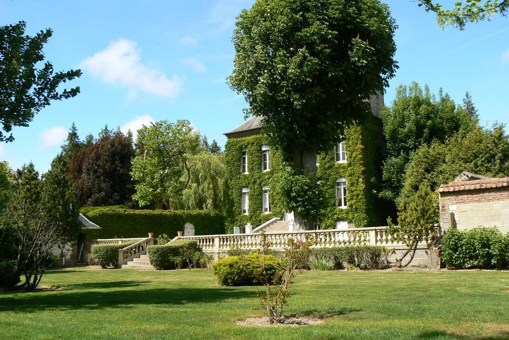Very nice property and riding stable in Hauts de France