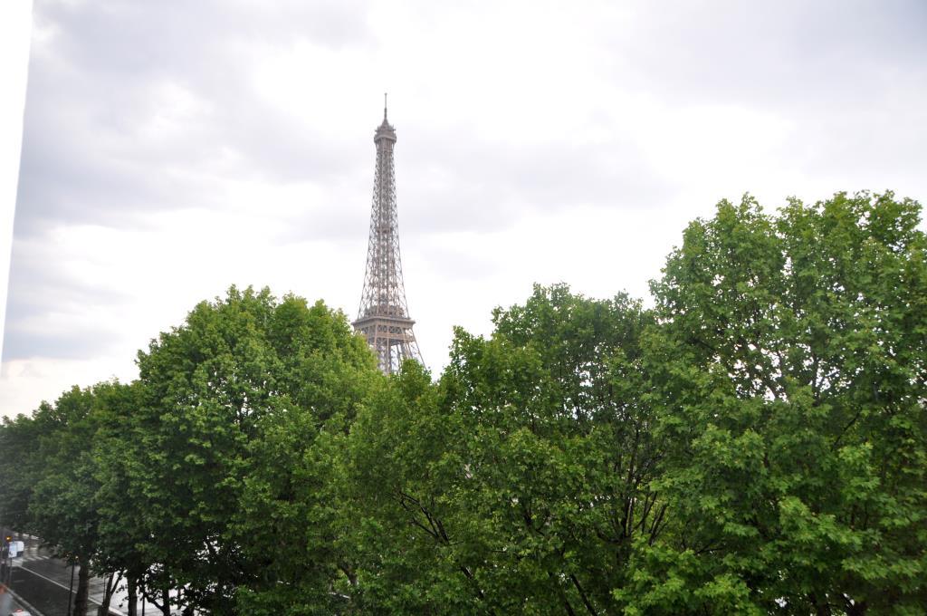 Exceptionnel 301 m2 face tour Eiffel