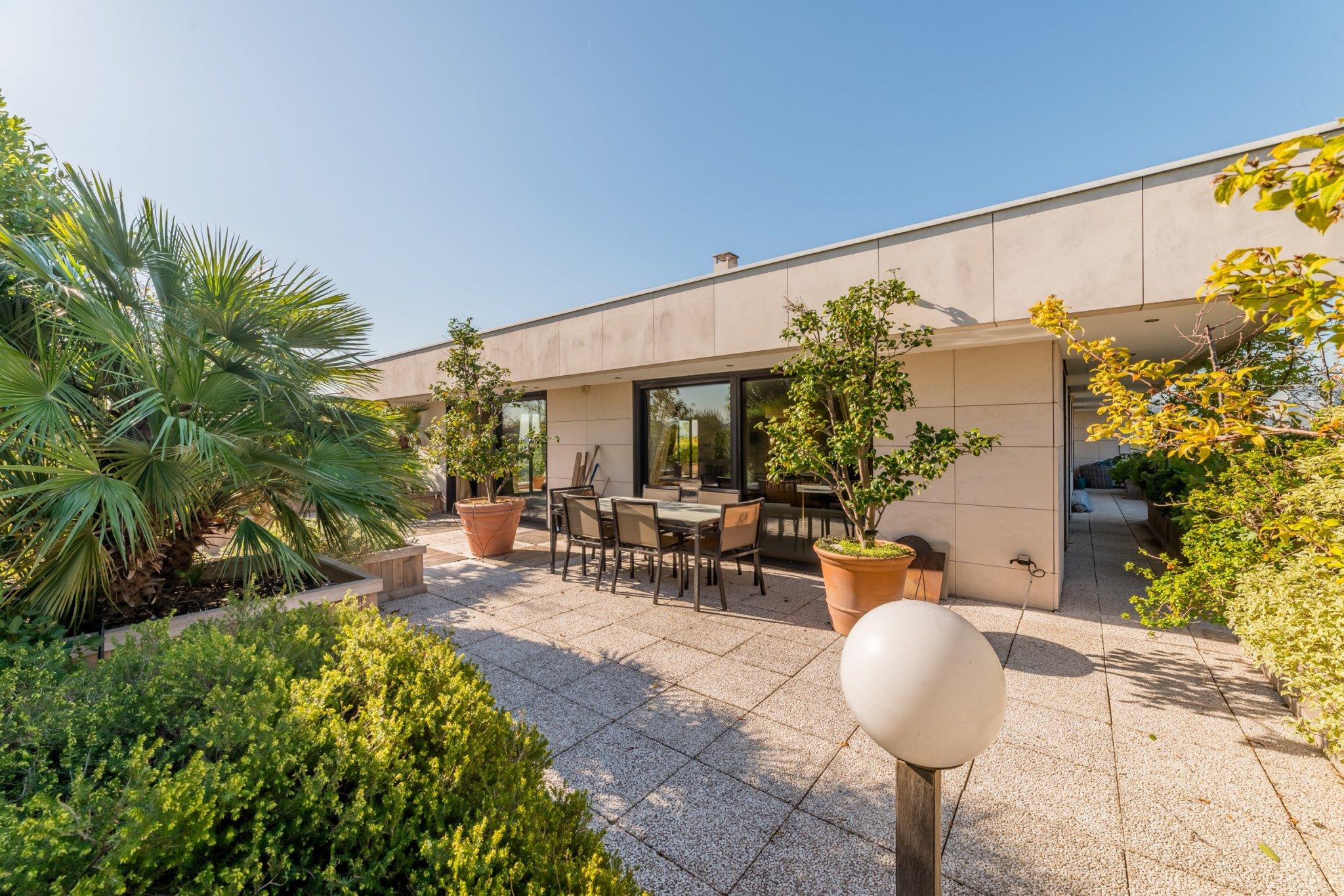 Paris / Penthouse. 270sqm. Terrace 300sqm. Price 4790000€